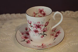ROYAL-ALBERT-BONE-CHINA-ENGLAND-CUP-AND-SAUCER-COUNTESS