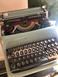Macchina-da-Scrivere-OLIVETTI-studio-44-Vintage-anni-50-60