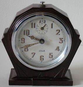 Reveil-Jaz-Art-Deco-en-Bakelite-Alarm-Clock