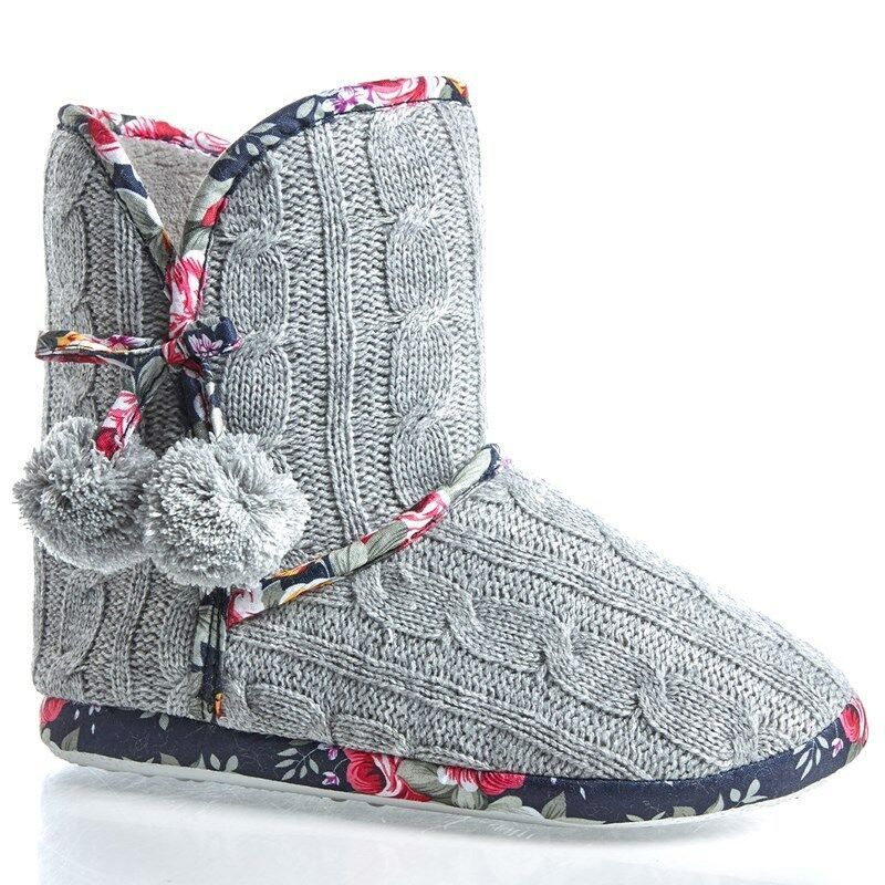 Isaac Mizrahi Women Gray Cable Knit Sweater Winter Floral Pom Slipper Boots 6/7