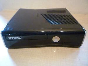 Xbox 360 Slim color Negro (perfecto estado ) 1 año de garantia 250 gb + Mando