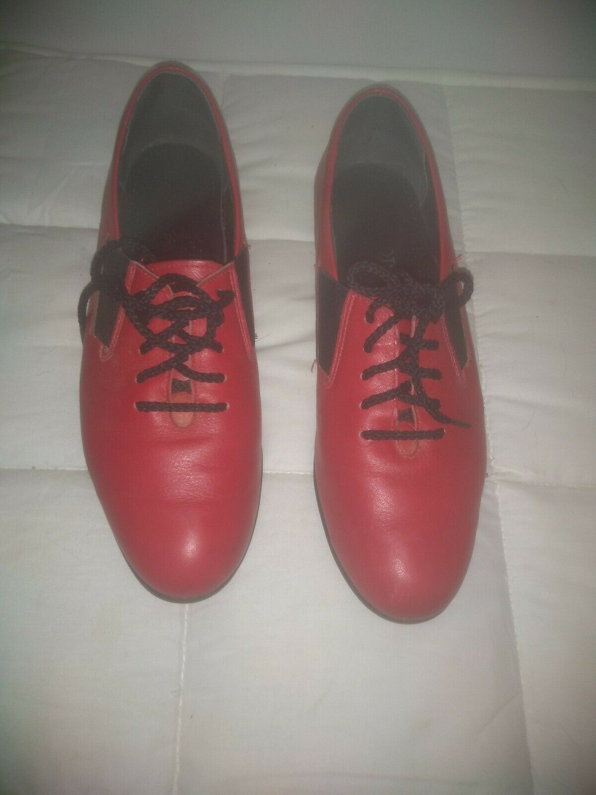 Women's SOFTSPOTS Red Leather Oxford Sneakers Comfort Walking Shoes SIZE 6B
