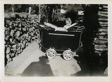 PHOTO ANCIENNE - VINTAGE SNAPSHOT - ENFANT BÉBÉ LANDAU OMBRE - CHILD SHADOW