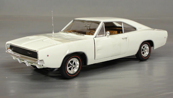 RARE Ertl 1 18 1968 Dodge Charger R T 440 - White   Serialized - 1 2502