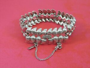 Vintage-Signed-MONET-Silver-Tone-Bracelet-Fancy-Leaf-Links-7-25-Inches
