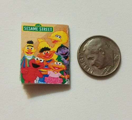 Miniature dollhouse Sesame Street Big Bird Elmo pop up  Barbie 1//12