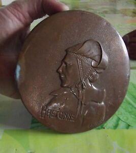 Ancienne-Plaque-relief-emboutie-cuivre-Visage-Bretonne-signe-E-Havard-vintage