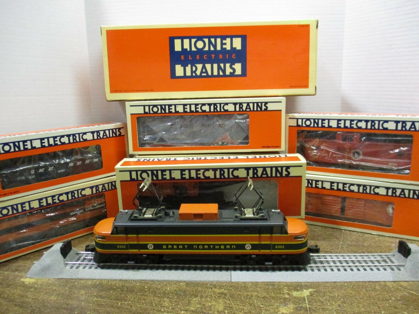 Lionel O O27 gauge GN Electric Engine and 6 GN cars Fallen Flags