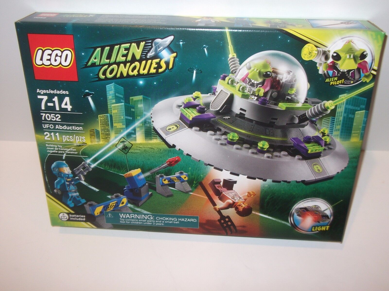 Lego Alien Conquest  7052 ALIEN ABDUCTION New NIB Factory Sealed 100% 211 pieces