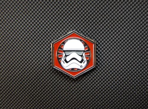 Star Wars First Order Storm Trooper Enamel Pin /& 3D PVC GITD Morale Patch Set
