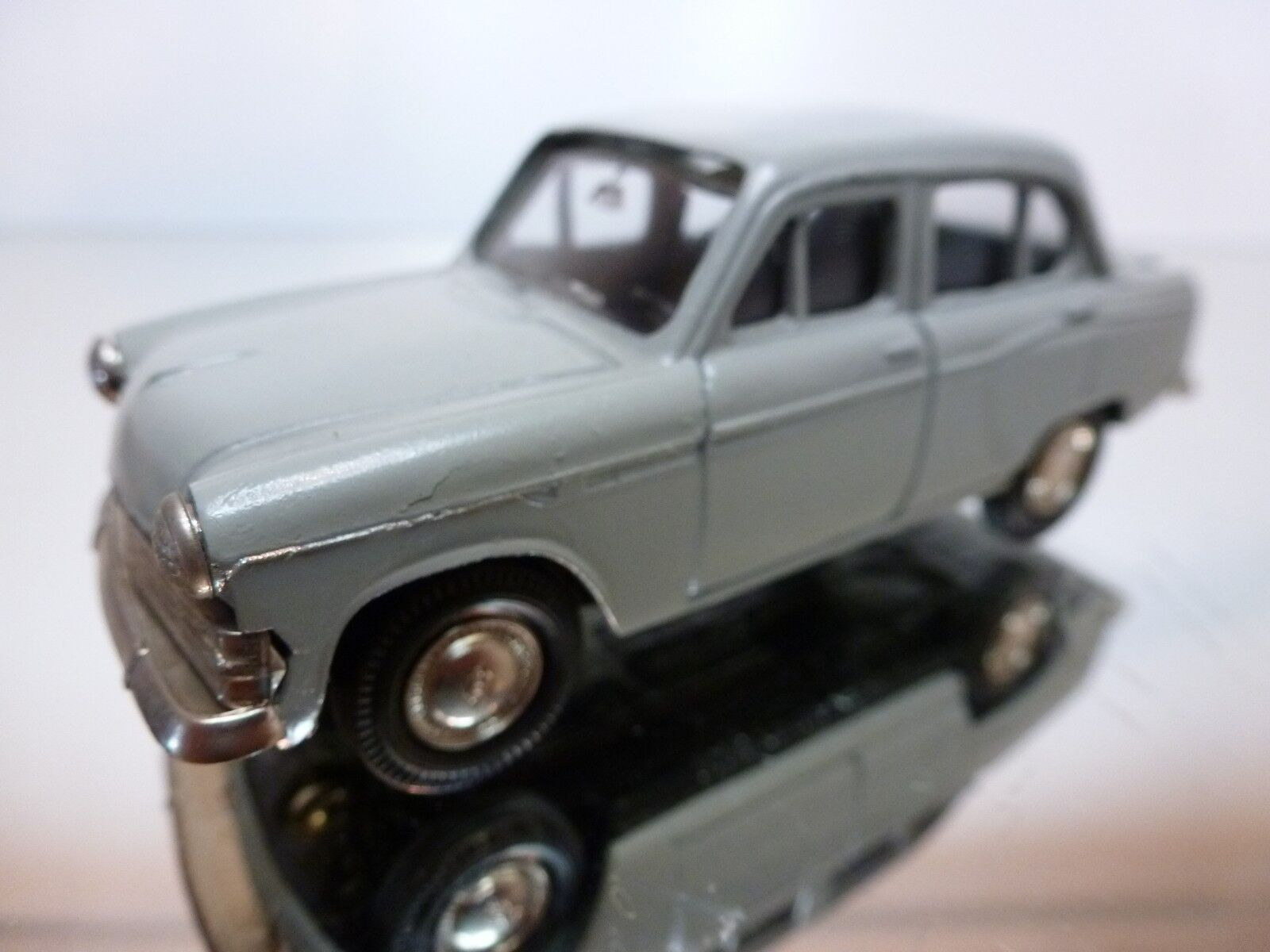 RUS - MOSKVITCH 403 2018 - Gris 143 - NICE CONDITION - 37