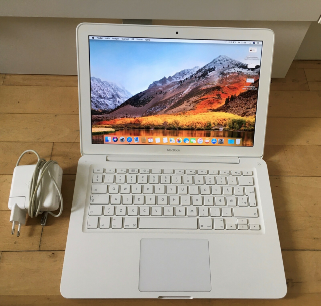 MacBook, 2010, 2.4 GHz, 4 GB ram, 200 GB harddisk, God,…