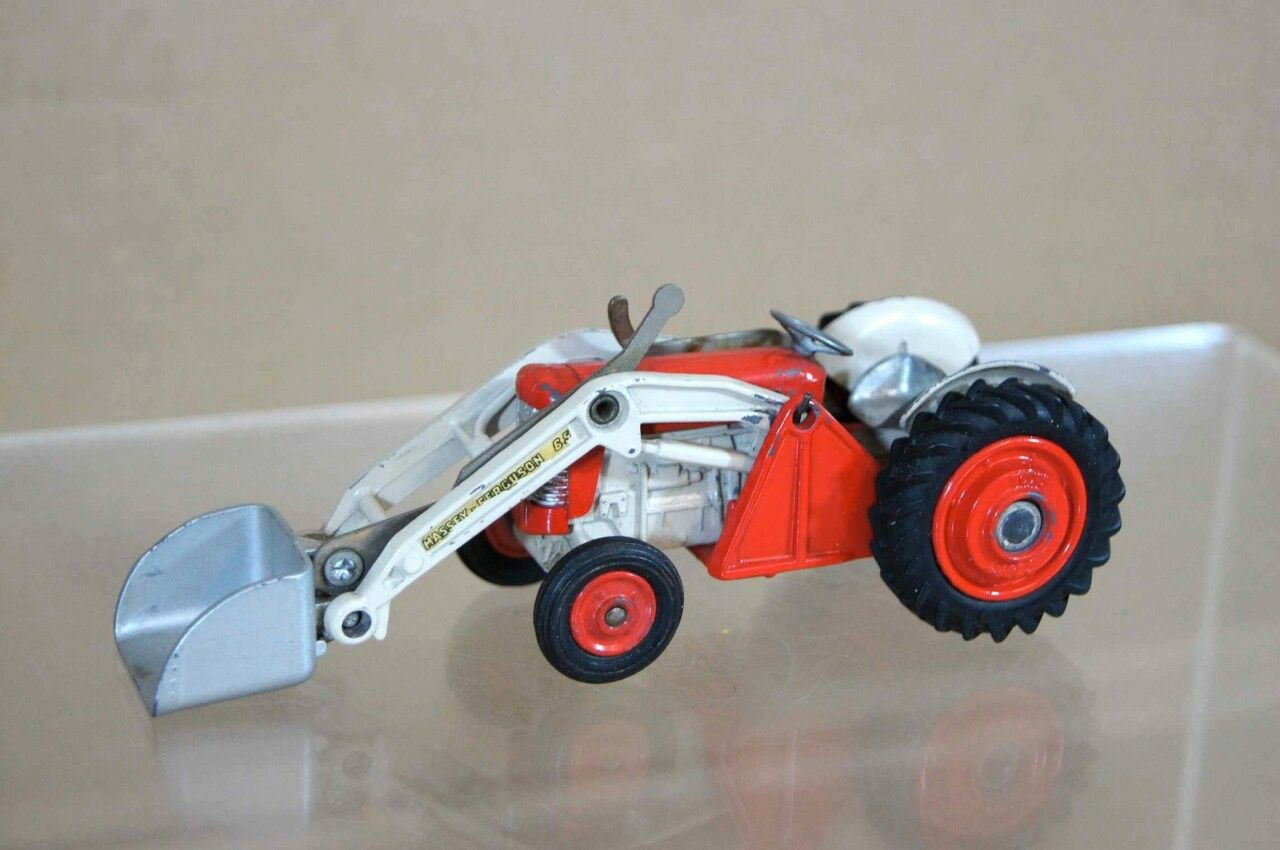 CORGI 53 MASSEY FERGUSON 65 TRACTOR WITH SHOVEL ow