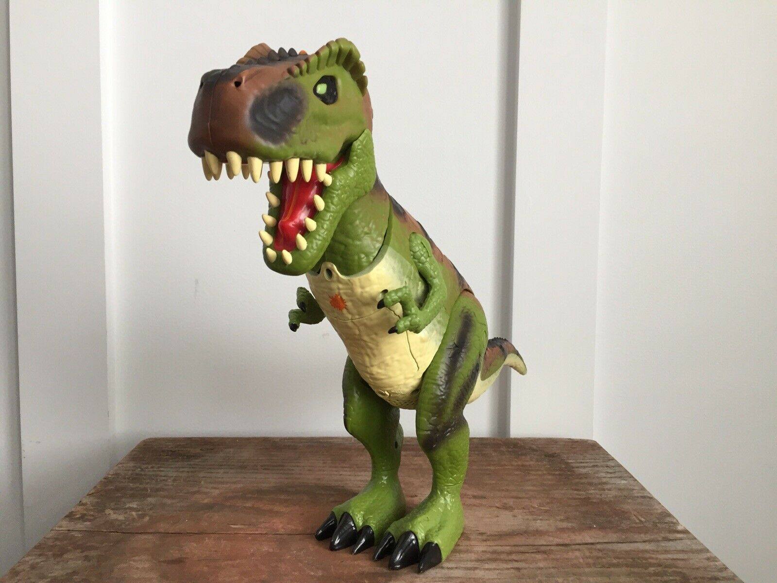 """Toys R Us Lights And Sounds T-Rex Dinosaur Toy 19"""" Battery Operated Green WORKS"""
