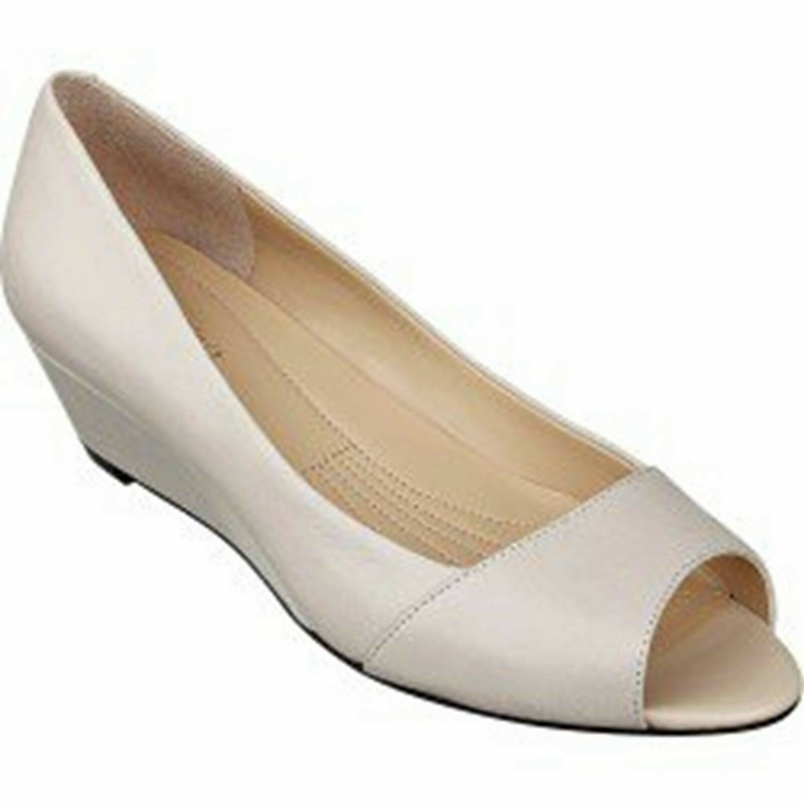 Easy Spirit Vonni ivory leather wedge pumps 6.5 Med NEW