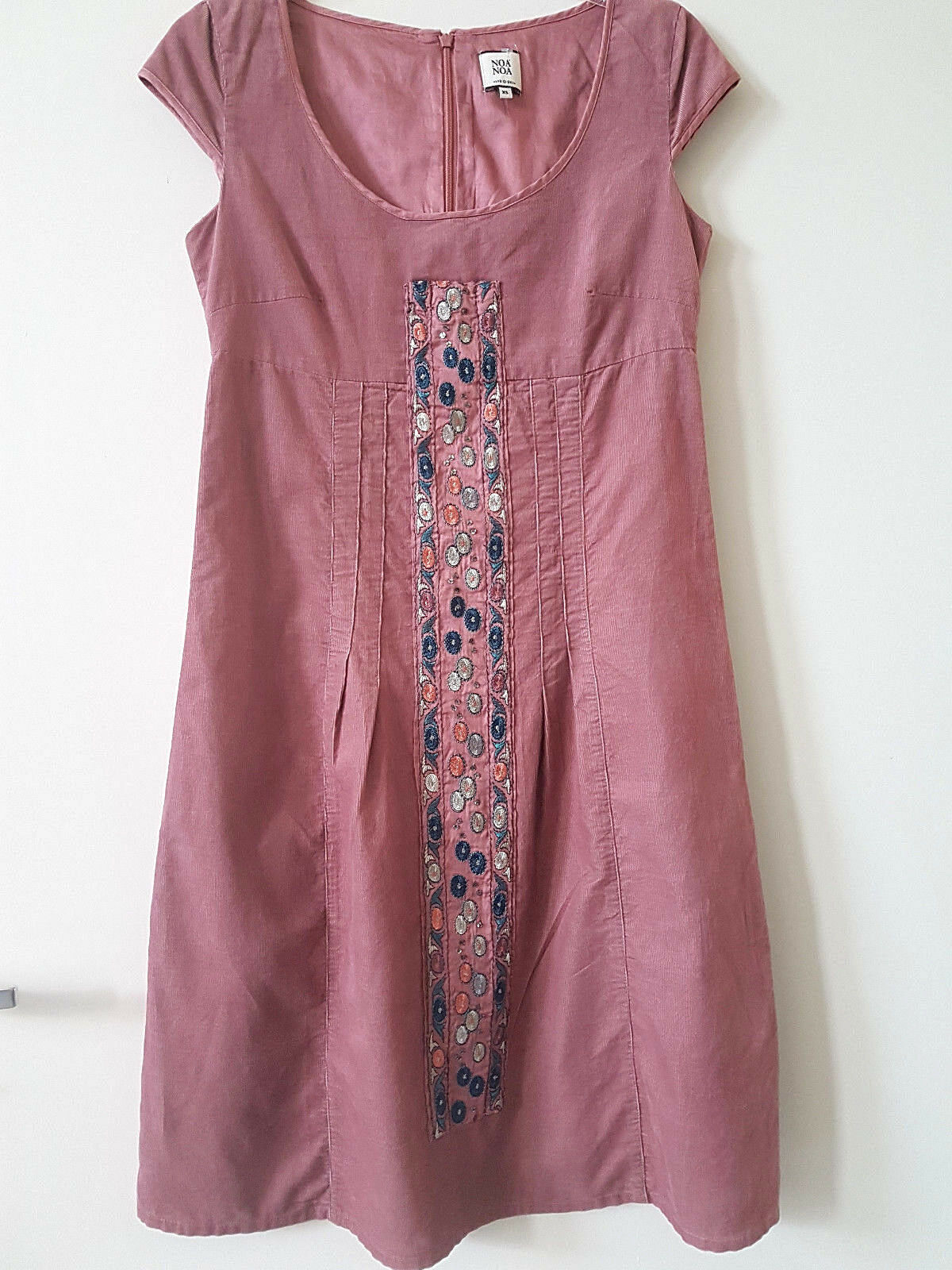 NOA NOA elegantes Kleid für Büro Empfang Stickereien Gr. XS 100 % Cotton   G195