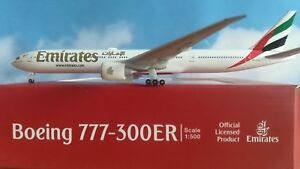 Herpa-Wings-518277-004-Emirates-Boeing-777-300ER-A6-EQA-1-500