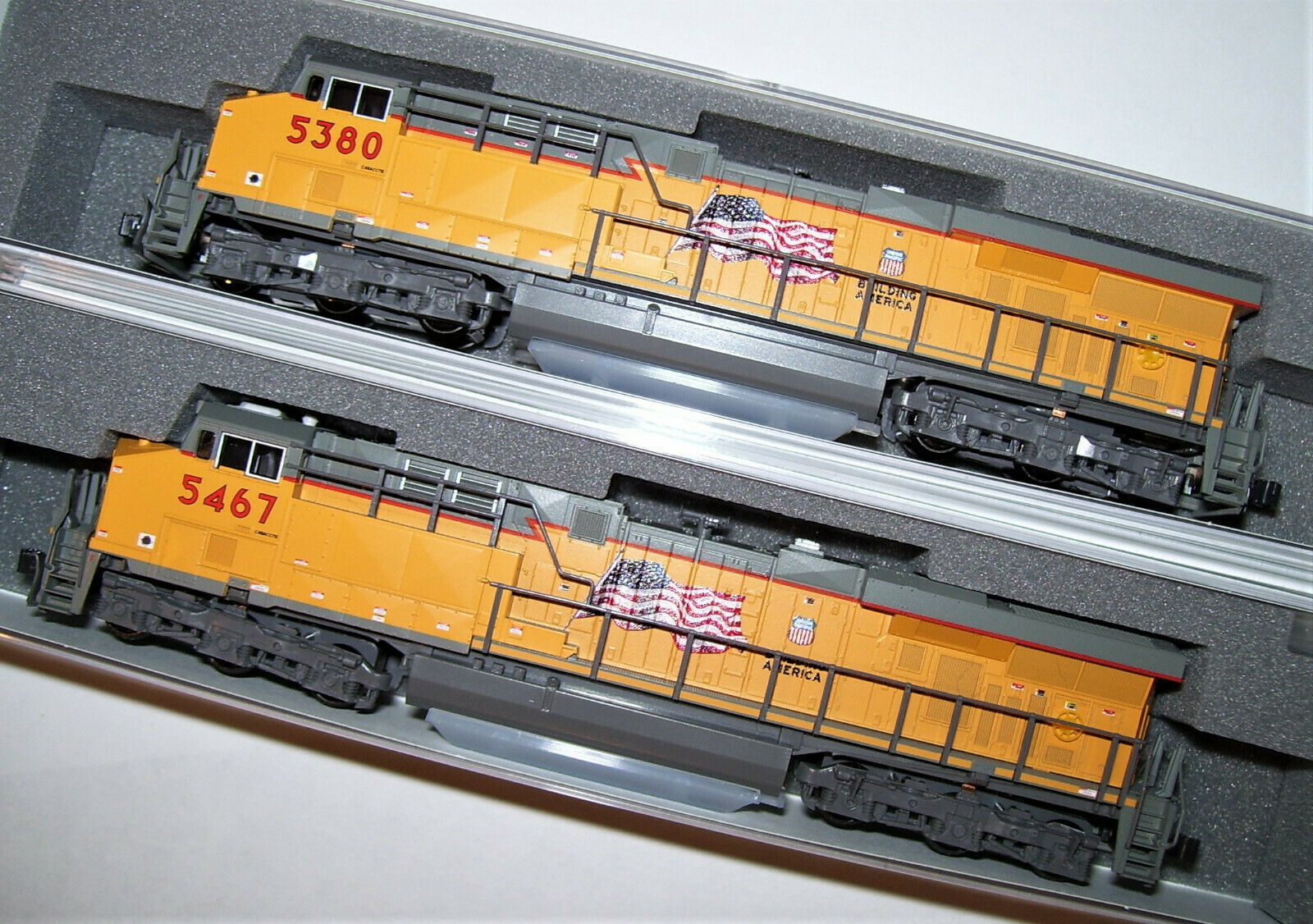 Kato 1768932  1768933 N 2 loco Set ES44AC Union Pacific 54675380 1768932