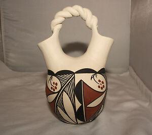 Native-American-Wedding-Vase-by-Clara-Fernando-Laguna-Pueblo