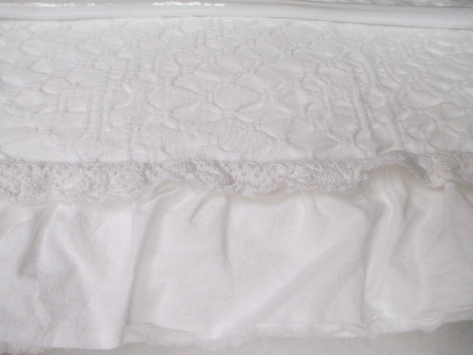 INUP Home Portugal Cotton Crochet Lace Ruffle Weiß Matelasse Coverlet - Queen