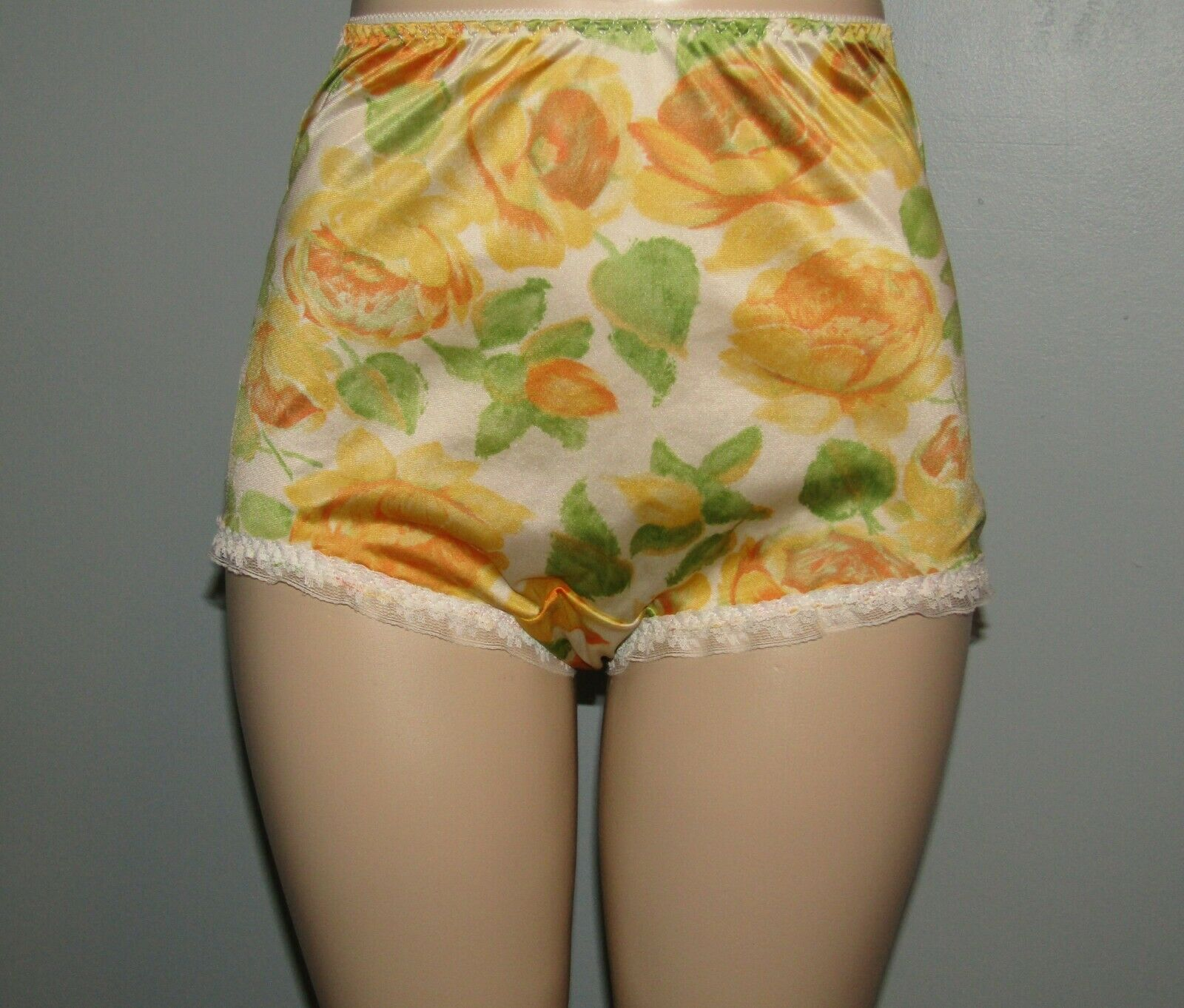 Vintage Vanity Fair Custom Nylon Floral mushroom gusset Granny panty Sz 6/7