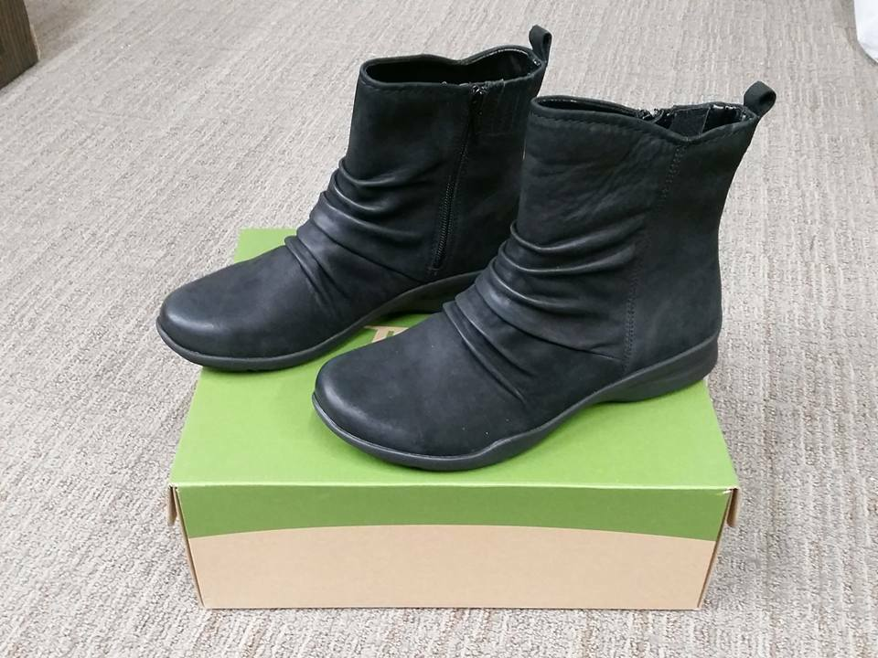 NIB Earth Treasure Black Nubuck Leather Ankle Boot Size 8