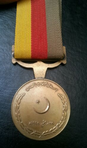 PAKISTAN CHAGHI NUCLEAR TESTING MEDAL FOR SURVIVAL 28TH MAY 1998 L@@K!