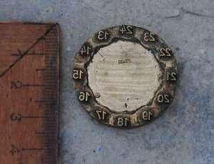 Uhr-Ziffernblatt-Messing-Ornament-Buchbinden-Praegen-Praegestempel-Praegung-Leder