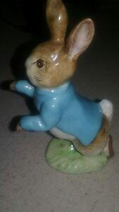 Beatrix-Potter-Beswick-Peter-Rabbit-Figurine-P1098-Gold-Oval-BP-2A-BP2A-BP-2A
