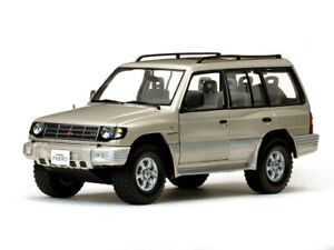 SUNSTAR-1227-1228-MITSUBISHI-MONTERO-LWB-3-5-V6-model-cars-beige-white-1998-1-18