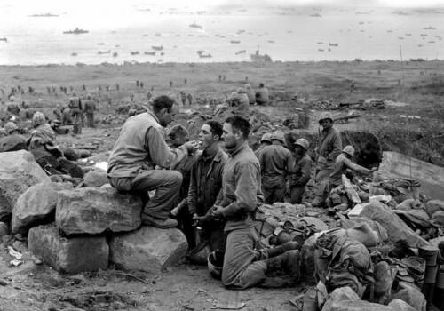 WW2  Photo WWII Iwo Jima Chaplain Communion US Marines USMC World War Two 1646