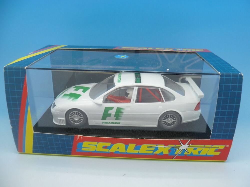 Scalextric C2197 Collectors Series F1 Paramedic