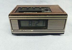 Spartus-Saturn-II-Quartz-mini-battery-operated-alarm-clock-in-Working-order