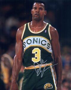 DALE ELLIS AUTOGRAPH SIGNED 8x10 PHOTO #10 SONICS SPURS BUCKS NBA 3-POINT CHAMP