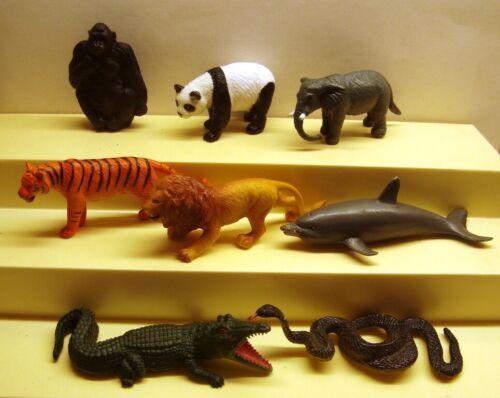 Brooke Bond PG Tips Tea Full Set Of 8 Plastic Wild Animals In Danger Zoo Animals