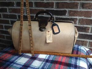 VINTAGE-1940-039-s-CANVAS-amp-LEATHER-GLADSTONE-TRAINCASE-CARRY-ON-DOCTOR-BAG-R-898