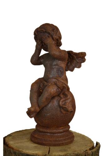 Schöne Engelfigur Kugel Gusseisen Garten Skulptur Dekoration Putte Rost Flügel