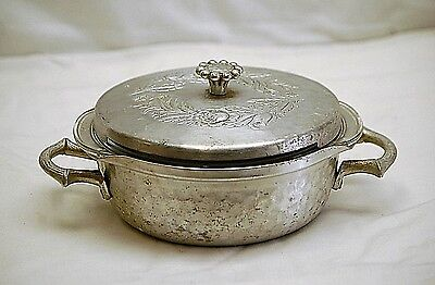 Vintage everlast forged Aluminum casserole dish holder with lid and glass pyrex dish 023 1 12 QT round with flower lid top handle