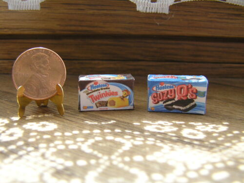 Dollhouse Miniature Suzy Q/'s and Chocolate Filled Twinkies