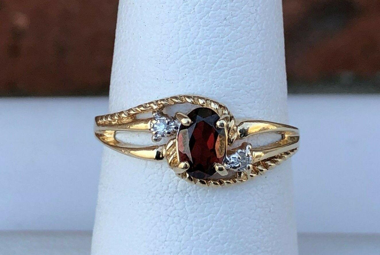 10K gold LADIES GARNET & DIAMOND RING SIZE 6.75