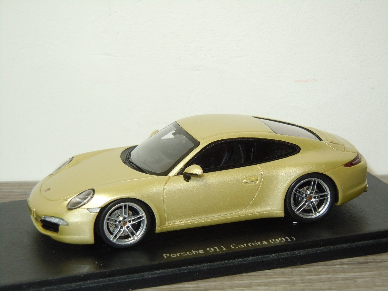 Porsche 911 991 Carrera Coupe - Spark Porsche Museum 1 43 in Box 30303