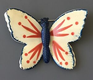 Vintage-red-white-amp-blue-butterfly-Brooch-in-enamel-on-gold-tone-Metal