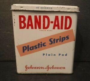 Vtg. Band-Aid Plastic Strips Plain Pan Johnson & Johnson Metal Tin BoxBandages