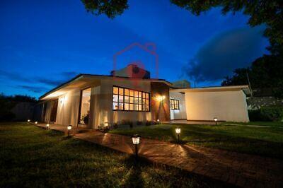 Casa Amueblada de 1 nivel con amplio jardín en Jurica