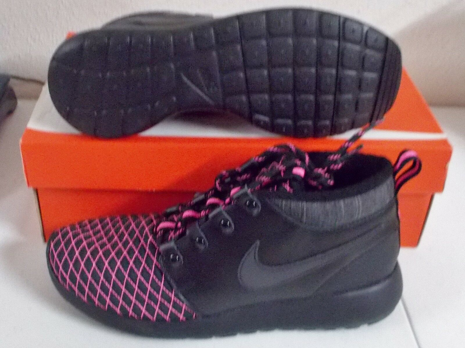 NEW NIKE ROSHE ONE MID WINTER BOOT Womens 8.5 (7Y) Black PINK POW NIB