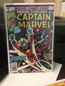 Marvel-spotlight-1-AND-8-LOT-OF-TWO-VF-NICE-CAPTAIN-MARVEL