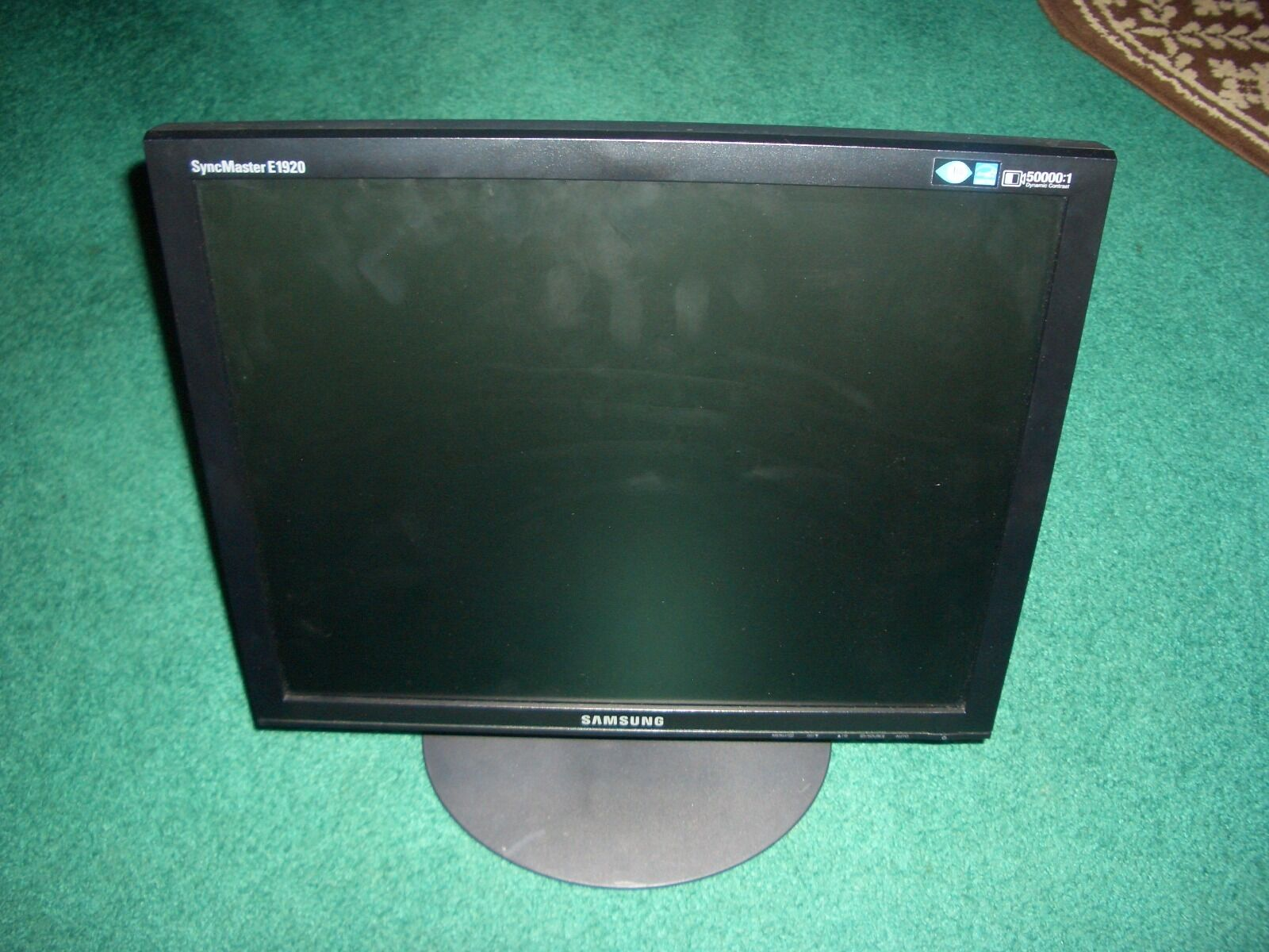 Samsung SyncMaster E1920. Specifications and reviews
