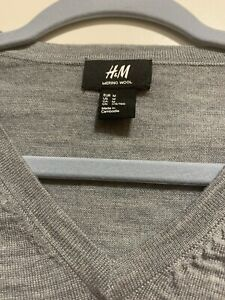 NWOT-H-amp-M-Mens-Long-Sleeve-Sweater-100-Merino-Wool-Charcoal-Grey-Size-Medium