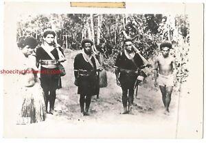 WWII NEW GUINEA SEMI-NUDE NATIVE GROUP SNAP SHOT-FREE USA