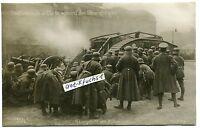 Foto als Postkarte von 1919: Berlin , Freikorps-Soldaten mit Panzer beim Gefecht